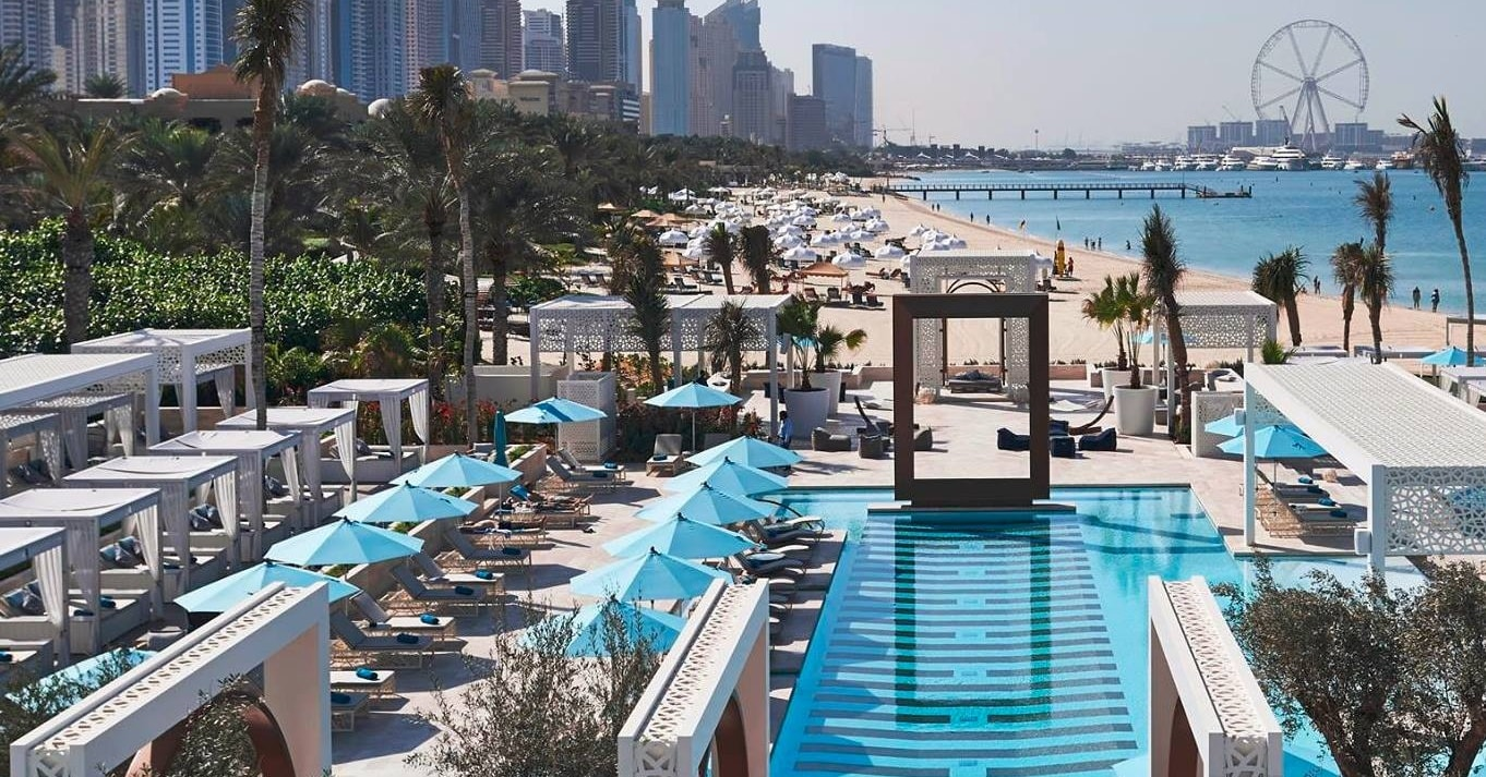 5 pool beach clubs in dubai that offer day passes insydo - Egyptian club dubai swimming pool ...